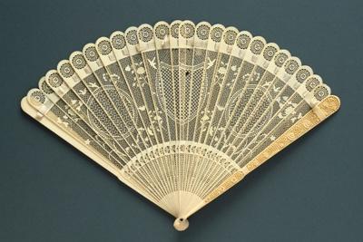 Brisé Fan; LDFAN1994.205
