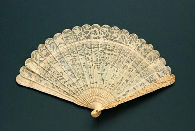 Ivory Brisé Fan, Chinese; c.1840; LDFAN1994.156