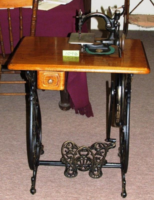 Sewing machine, Wilcox & Gibbs; Browne & Sharpe; 1892 - 1894.; R01098