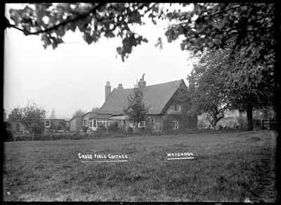 Cross Field Cottage, Wavendon ; Kitchener, Maurice; 1925 to 1936; KIT/29/1632