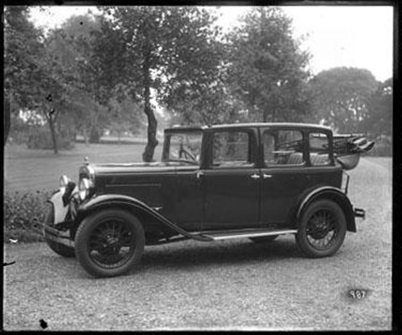 Kitchener Weather: 1932-4 Austin 4-Door All-Weather ; Kitchener, Maurice; C