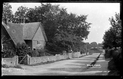 Thatched house in Wavendon ; Kitchener, Maurice; 1925 to 1936; KIT/29/1660