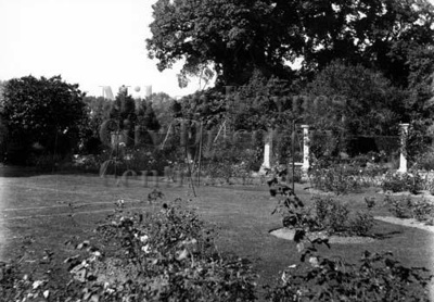 Monochrome photograph; Maurice Kitchener; 1925 to 1936; 31-1760