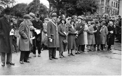 Armistice Day, Barnstaple; Knight R.L. Photographers; 1930; 596