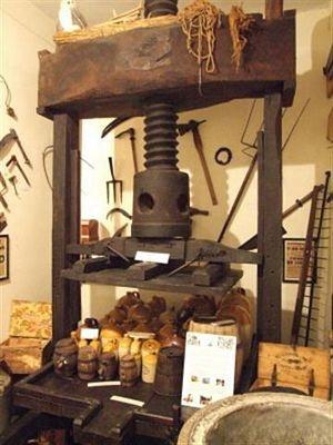 Cider press; 41-3813