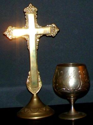 Communion standing cross and chalice; ART/ 4-5