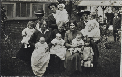 Mothers and children; c. 1920; LMA_4314_07_001_0004