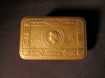 Queen Mary's 1914 Gift Cigarette Box for British Forces; 014.0121.0001