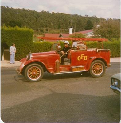 Street parade, Beaconsfield; Bennett, Ernie; 1979; BMHC_14570