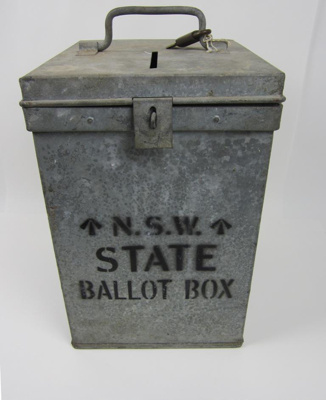 Box; 1930s; MUS2000.38.1