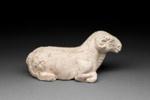 Hautaveistos, makaava oinas / Gravfigurin, liggande vädur / Tomb figurine, reclining ram; Wei-dynasty / Sui-dynasty; DAM6176