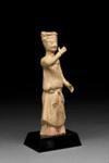 Hautaveistos, seisova nainen / Gravfigurin, stående kvinna / Tomb figurine, standing woman; Sui-dynasty; DAM6211
