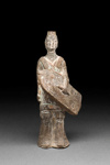 Hautaveistos, seisova soturi / Gravfigurin, stående krigare / Tomb figurine, standing warrior; Wei-dynasty; DAM6171