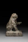 Veistos, istuva leijona / Skulptur, sittande leijon / Sculpture, lion seated; 618-907 AD; DAM6250