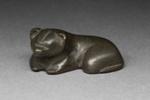 Lepäävä karhu / Vilande björn / Reclining bear; 206 BC-220 AD; DAM6108