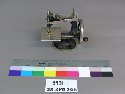 Sewing machine; The Singer Manufacturing Company; Unknown; 3931.1