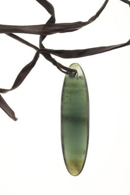Bowenite pendant; KMBS 0946.1