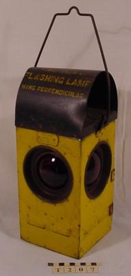 FLASHING BARRIER LAMP; Artcraft; T-207-0