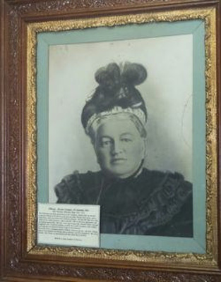 Photographic portrait of Mrs Martha Batt; Unknown; c1900; 000/458