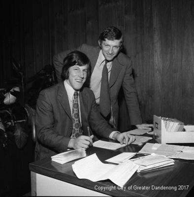 Bill Brown - Dandenong Football; Graham Southam; 1972; 10.2170.01