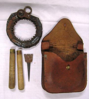 Bushman saw and leather pouch; H C Carson Co Ltd; 1941; OWM2015/58:1-5