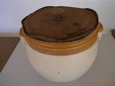 Round Earthenware Flour Bin; M568