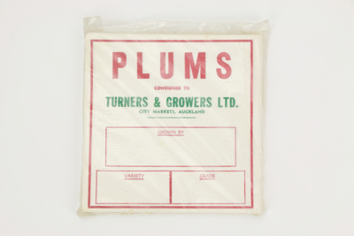 Produce labels - plums; Turners & Growers Ltd.; 02299