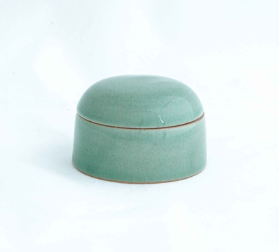 Greenware ceramic round pot with domed lid; Pangy Kim; JR00113.5