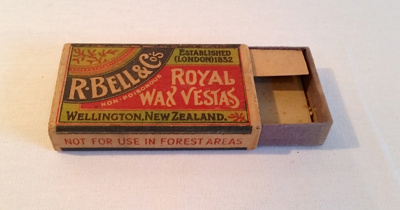 Box, Matches; R. Bell & Co.; 2010/4
