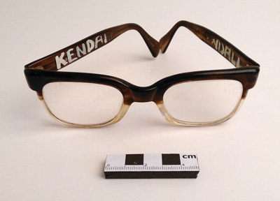 Spectacles; F-8-K-1999-12-224.4