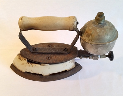 Kerosene  iron; Coleman; 1942; 1981/15