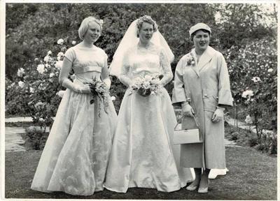 Photo, Newman wedding photos; K2003/64/b.2