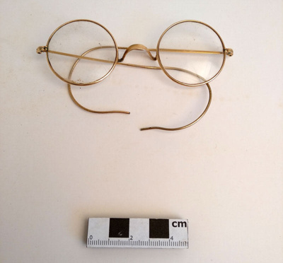 Spectacles; F-8-K-1999-12-223.14