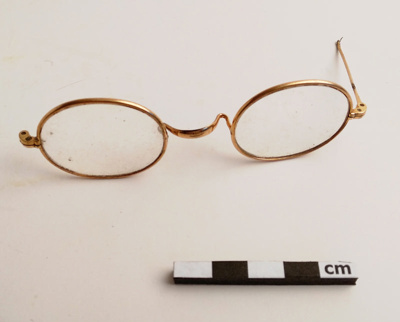 Spectacles; F-8-K-1999-12-223-16