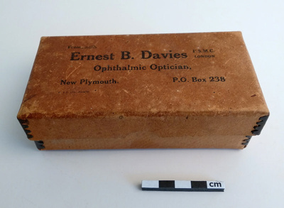 Case, spectacles; F-8-K-1999-12-221-5