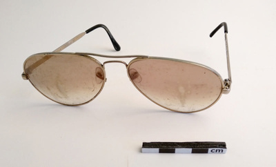 Spectacles; F-8-K-1999-12-224-2