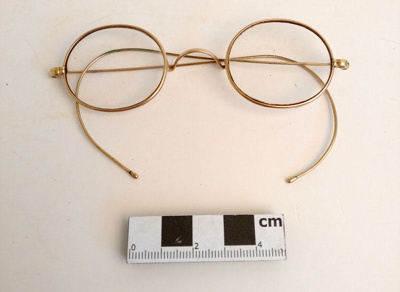Spectacles; F-8-K-1999-12-223.8