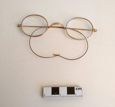 Spectacles; F-8-K-1999-12-223.9
