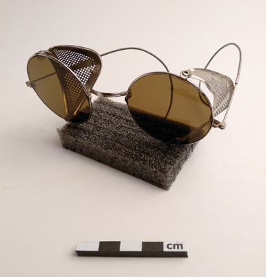 Spectacles, safety; F-8-K-1999-12-223.21