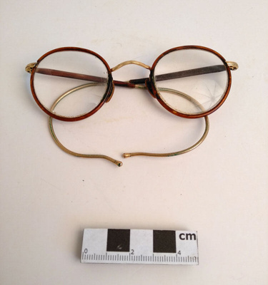 Spectacles; F-8-K-1999-12-223.3