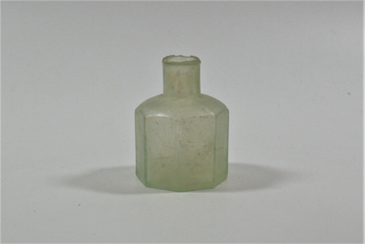 Octagonal bottle; LDMRD 0319.5