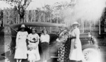 Photo - Mrs Richardson, Dorothy (Dean) Effie Wills and relatives; P-1083-0