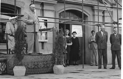 Miss Crow presenting the Murray Bridge Town Hall Clock and Tower to Murray Bridge, 1953.; Unknown; 1953; MB/PHO 00013