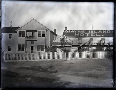 Mayne Island Hotel with sign; Aitken, John; 2017.1.040