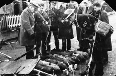 photo negative - examining unexploded bombs; 1940; 2018.1.371