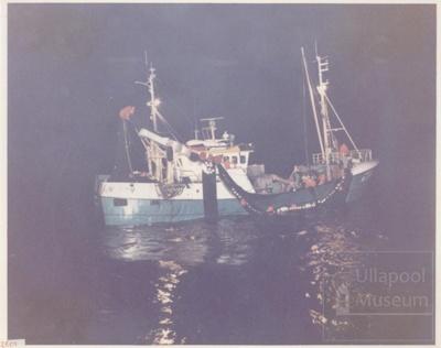 Purse seiner fishing; ULMPH 2000 0018