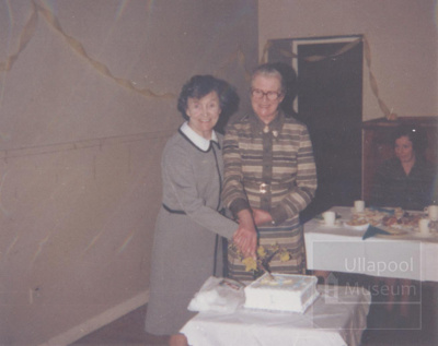 WRI cutting cake; 1978; ULMPH 2000 0022