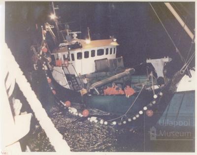 Purse seiner fishing; ULMPH 2000 0017