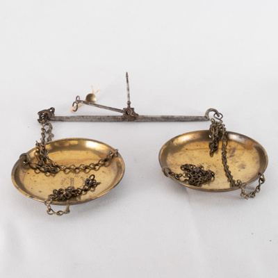 Gold scales and weights; W&T Avery Ltd; ?; RX.1975.5.2