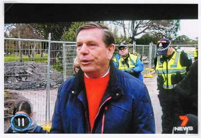 Save 229 Trees demonstration at the site of Sandringham College, Beaumaris Campus; Channel 7; 2016 Oct. 24; P12123